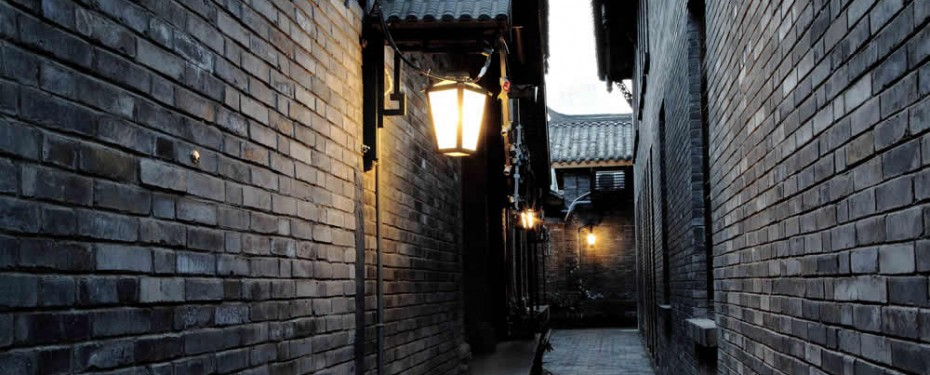 Wide and Narrow Alley